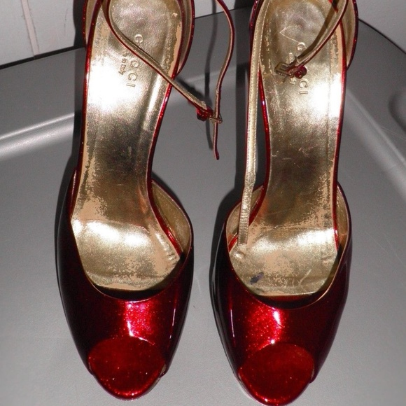 f7165bd393590 Gucci Shoes - Gucci Holiday Red Glitter Gold Platform Siam Heels